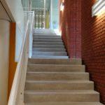 De kantoorunits zijn zowel via een moderne vaste trap als met de lift te bereiken.