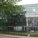 De voorzijde van het kantoorgebouw gelegen aan de Tivolistraat 50 te Tilburg