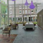 Bij de entree van het gebouw een centrale lobby voor ontvangst en overleg. Uiteraard kunt u als huurder hiervan gratis gebruik maken.