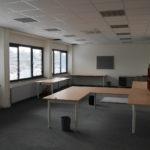 Kantoorruimte eerste verdieping vanuit ander oogpunt, met meubilair