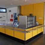 Bedrijfskantine meubel geel, met warmhoudkast en uitgifte balie