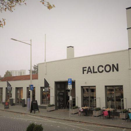 Deze winkelruimte aan de piushaven is in een oude fabrieksruimte, Falcon genaamd.